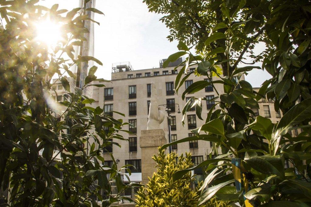 Il dito medio di Piazza Affari verde, l'iniziativa di Lascia la Scia